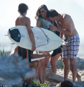 tom kisses Vivian