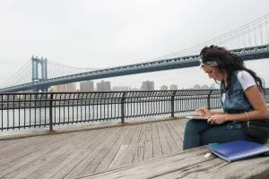 Kelly Dempsey sketching by the Brooklyn Bridge for the Avant Garde challenge